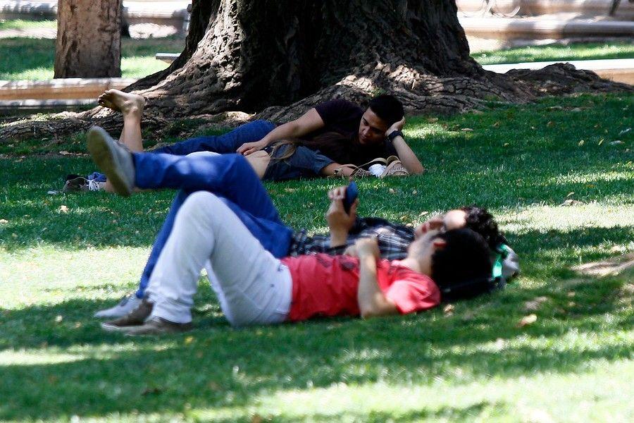 Lesbianas en servicio pilladas no paran hasta que las echan - 3 part 4
