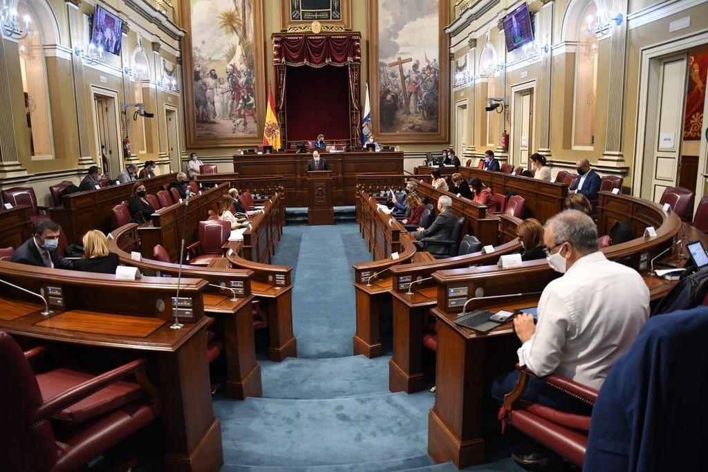 Un momento del pleno de esta semana del Parlamento de Canarias.