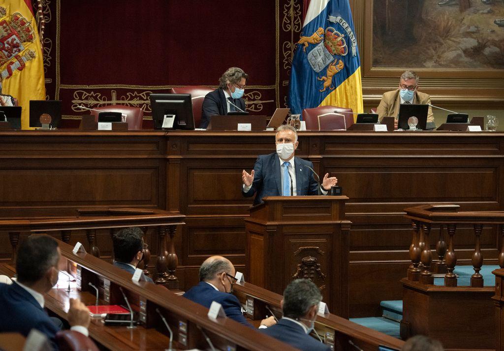 El presidente canario, Ángel Víctor Torres, interviene en el pleno monográfico sobre el REF celebrado el pasado martes.